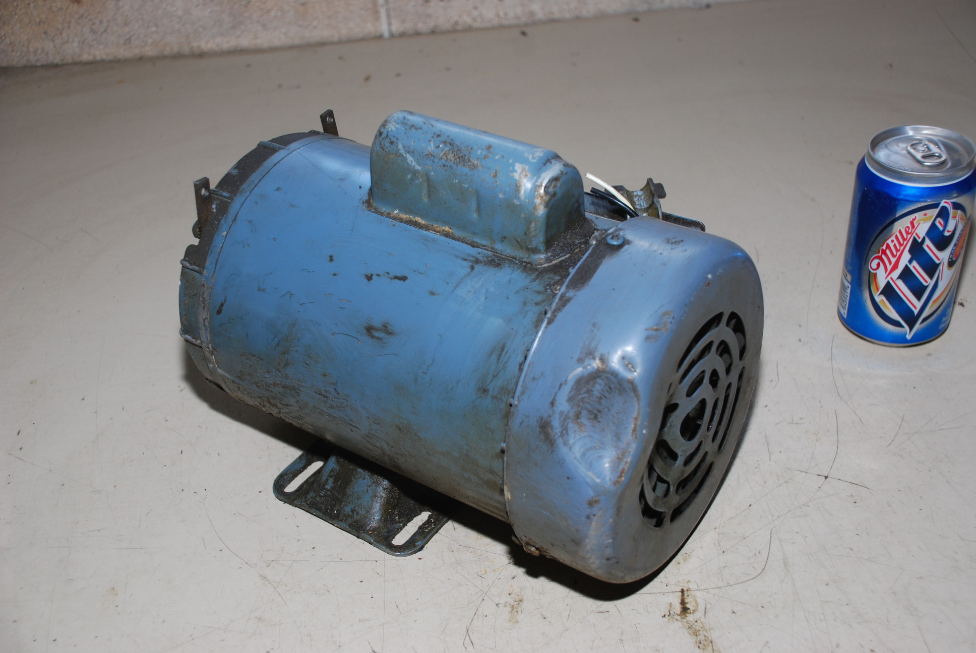 Dayton Ac Induction Motor 5k672h 1140 Rpm 1ph 1 2 Hp Inv