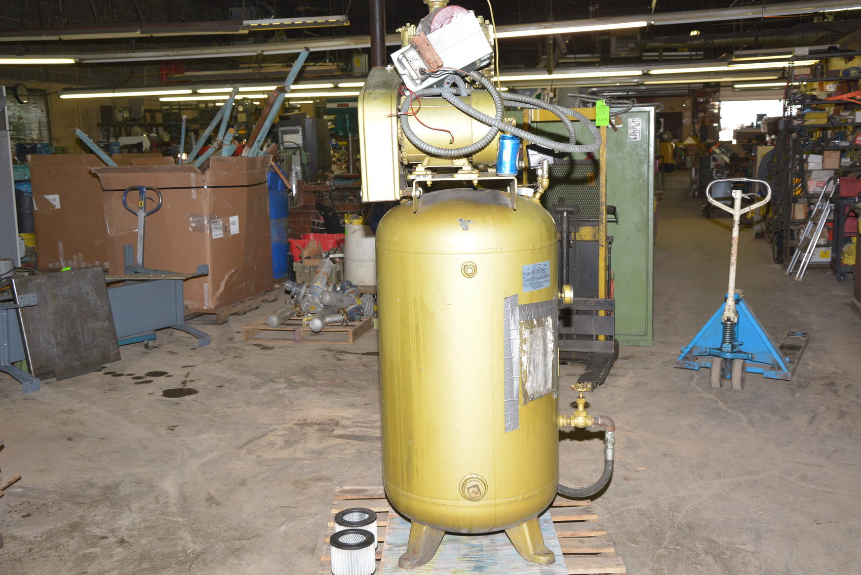 Quincy Binks 5hp 3 Phase 80 Gal Vertical Compressor 33